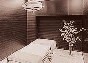 カーテン仕切りではない清潔な完全個室