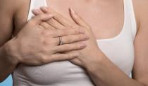 豊胸手術の失敗!?胸の中で動く豊胸シリコンバッグ イメージ画像